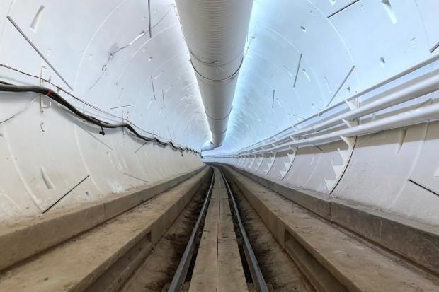 Elon Musk wycofuje się z jednego z tuneli pod Los Angeles. Ale kontynuuje drążenie kolejnego