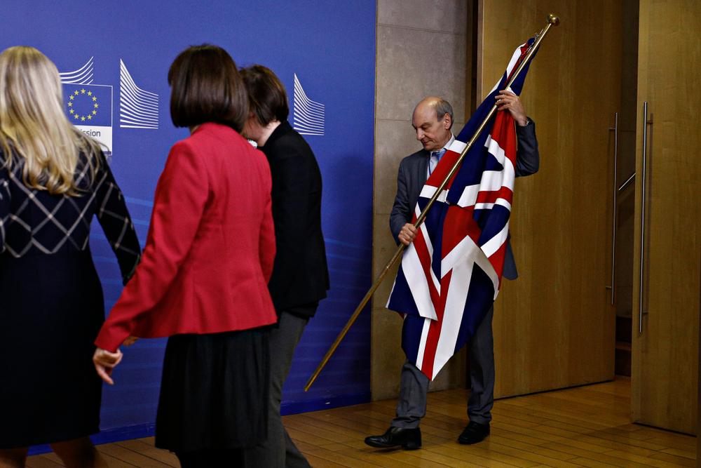 Wyprowadzenie brytyjskiej flagi po konferencji prasowej premier May i przewodniczącego Komisji Junckera. Fot. Mat. pras.