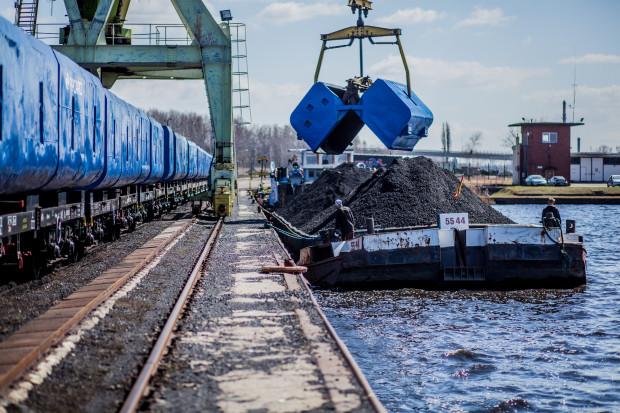 Ponad 206 tys. ton węgla popłynęło Odrą do wrocławskiej elektrociepłowni