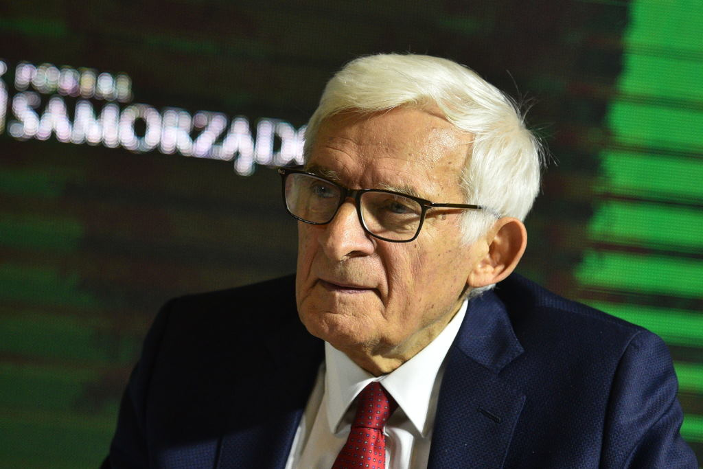 """Jerzy Buzek zauważył, że rynek mocy to """"konkretne środki"""", które będą do dyspozycji polskich władz. - Wszystko zależy od tego, co z tym zrobimy powinniśmy pamiętać o cenie węgla, o tym, że mamy go coraz mniej, jego ceny rosną i rosną ceny produkcji energii z węgla."""