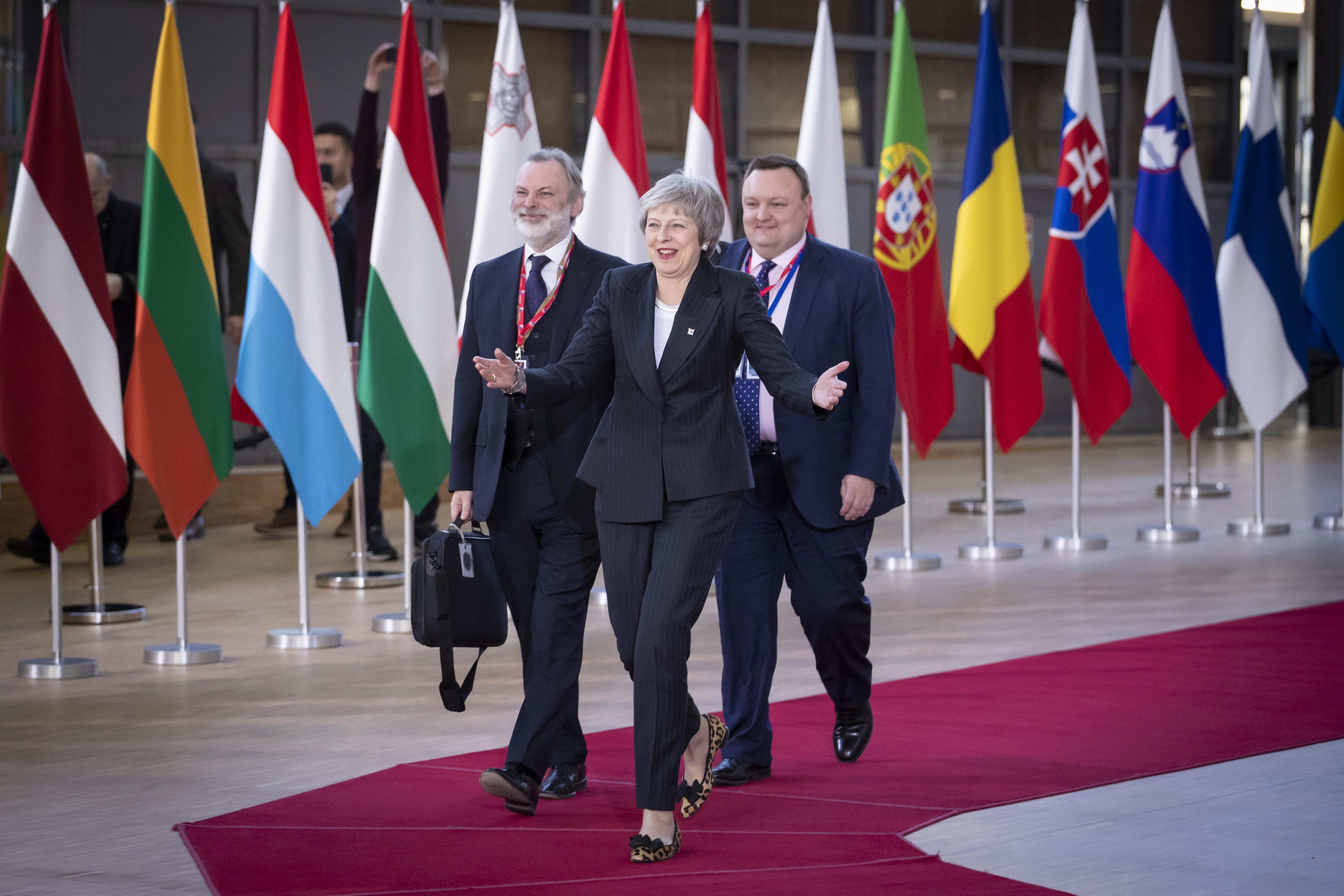 Theresa May przybyła do Brukseli w dobrym nastroju