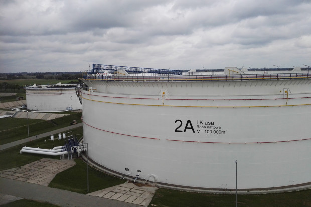 Nowe zbiorniki PERN w gdańskim terminalu coraz bliżej