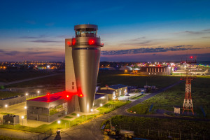 Otwarto najnowocześniejszą wieżę kontroli lotów w Polsce