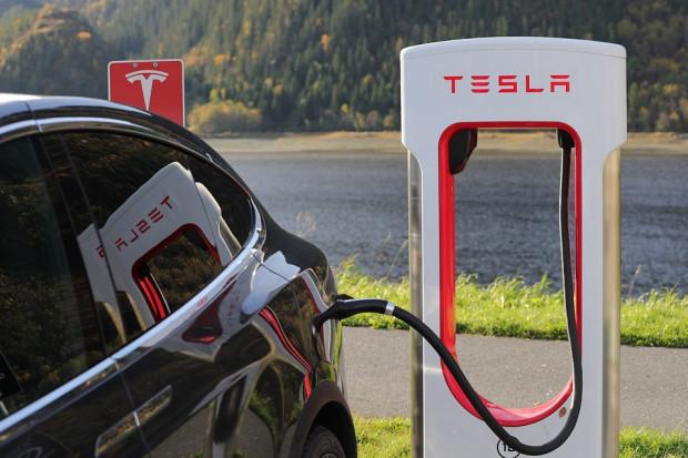 Elon Musk deklaruje: Tesla zbuduje ładowarki w całej Europie