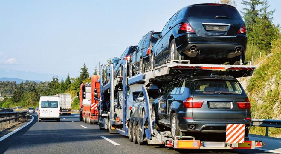 Sprowadzamy więcej aut używanych i coraz starsze