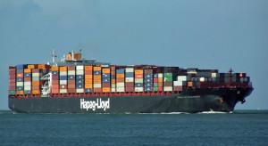 Ewakuowano załogę płonącego kontenerowca. Statek dryfuje