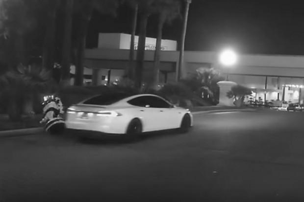 Tesla na autopilocie przejechała autonomicznego robota