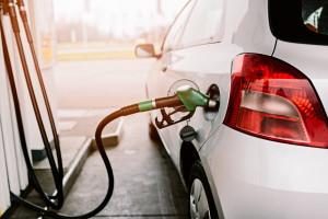 Obniżek cen paliw na stacjach ciąg dalszy, w hurcie podwyżki