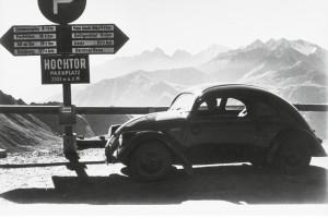Prototypowy VW 30 podczas testów na przełączy Großglockner w roku 1937. Fot. Materiały prasowe
