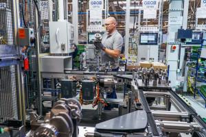 Zdjęcie numer 13 - galeria: Fabryka silników w Tychach znów działa - fotogaleria