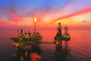Wydobycie ropy nadal cierpi przez tropikalną burzę