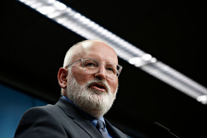 Frans Timmermans odrzuca polski pomysł w sprawie ułatwienia brexitu