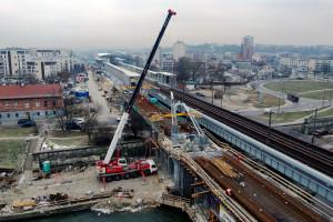 Tak powstaje nowy most kolejowy przez Wisłę