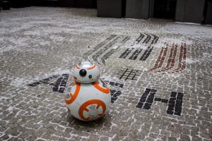 """Studentka AGH zbudowała replikę robota z """"Gwiezdnych wojen"""""""