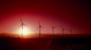 Prąd z kolejnych wiatraków płynie do sieci w Hiszpanii