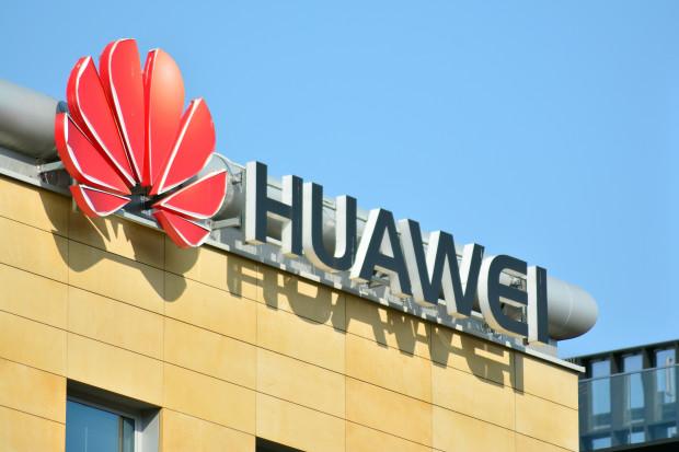 """Szef MI6: ocena ryzyka związanego z Huawei  jest """"skomplikowana"""""""