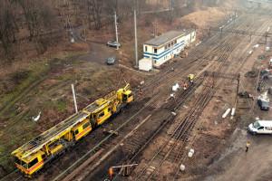 Na kolei praca wre, wielomiliardowe inwestycje idą pełną parą