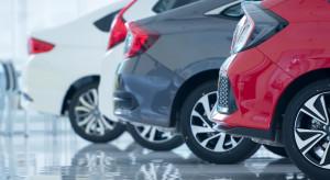 Polacy coraz częściej kupują nowe samochody