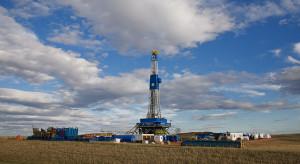 Ceny ropy znalazły się pod presją z wielu stron