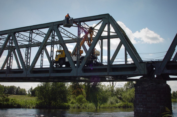 PKP PLK kupiły pojazd do kontroli mostów i wiaduktów