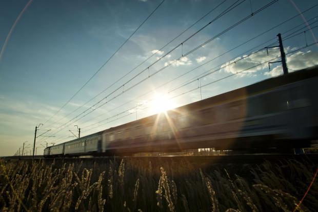 Polskie pociągi pasażerskie nadal spóźnione, choć jest lekka poprawa