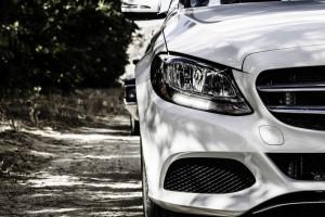 Trump ponownie grozi nałożeniem cel na samochody z UE