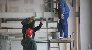 Praca średnio płatna, ale bardziej bezpieczna
