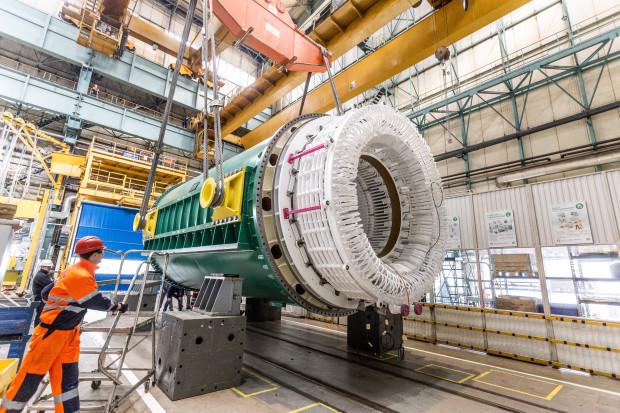 GE we Wrocławiu wyprodukowało stojan generatora do elektrowni jądrowej w Kanadzie