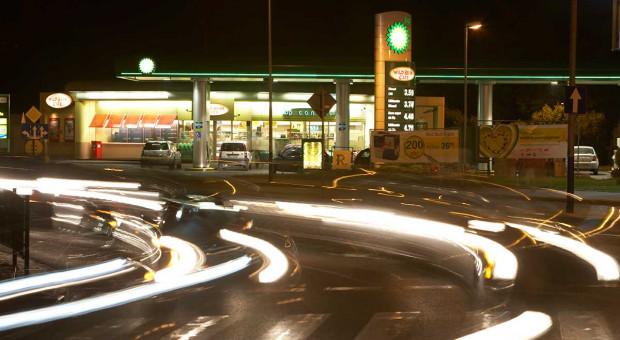 Zmierzch ropy jest nieuchronny? Koncerny naftowe łatwo nie oddadzą pola, mają plan