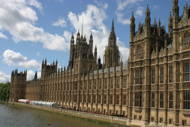 Brytyjska Izba Gmin przeciwko bezumownemu wyjściu z UE