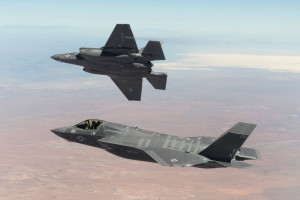 Andrzej Dera zapowiada, że samoloty F-35 zostaną sfinansowane poza budżetem MON