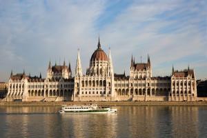 Krytyczne głosy o przeniesieniu siedziby Międzynarodowego Banku Inwestycyjnego na Węgry