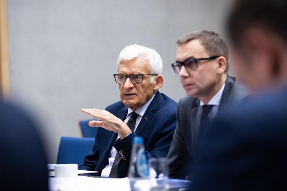 – Ważne będą w tym roku tematy związane z nowym otwarciem w Europie - mówił o Europejskim Kongresie Gospodarczym w trakcie obrad Rady jej przewodniczący Jerzy Buzek.
