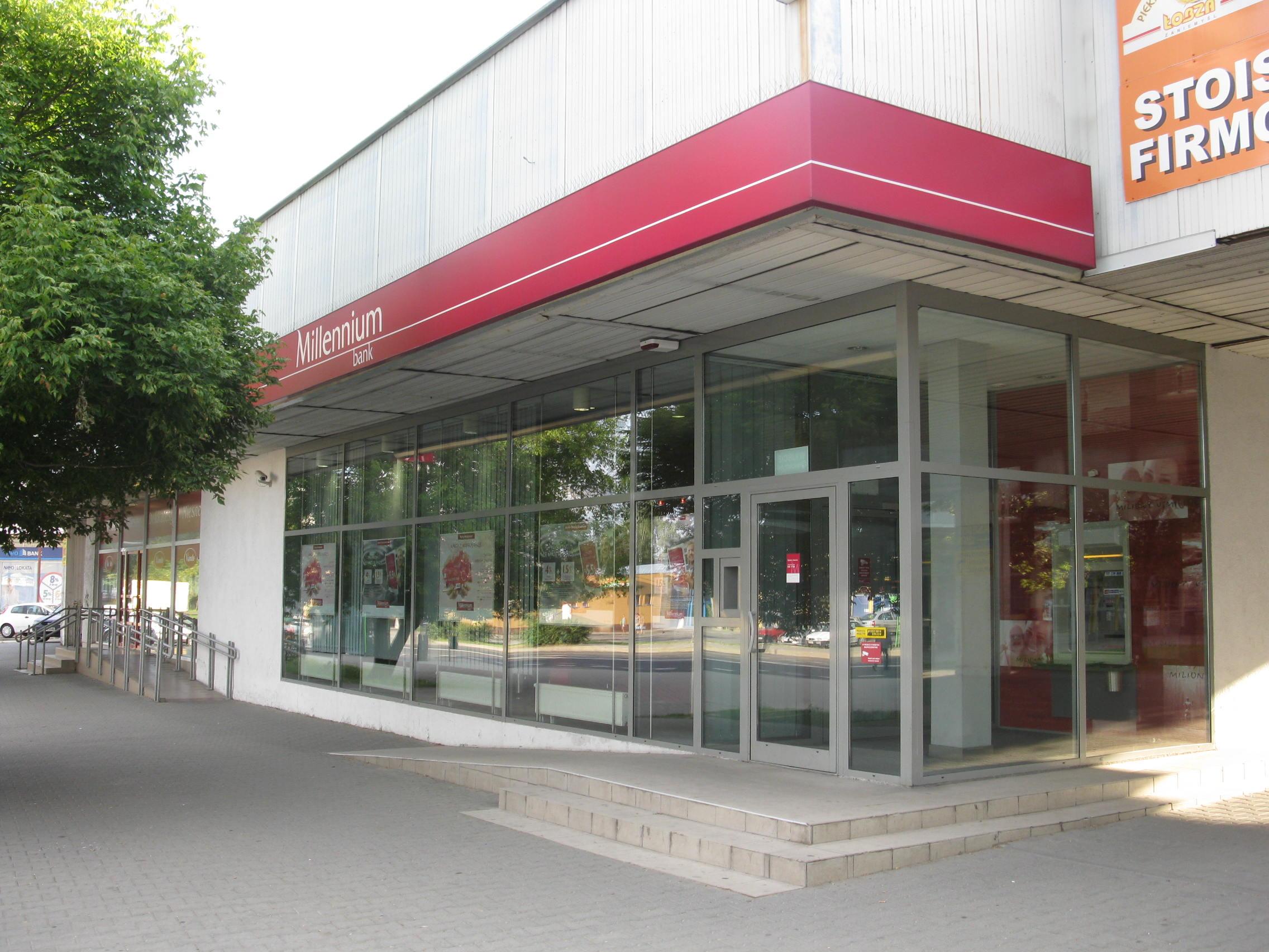 Oddział banku na os. Wichrowe Wzgórze w Poznaniu/Rzuwig, fot. Praca własna/Bank Millennium w Poznaniu na os. Wichrowe Wzgórze/CC BY 3.0/Wikimedia Commons/