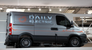 """Ile trzeba jeździć elektrycznym """"dostawczakiem"""", żeby się to opłacało? Są wyliczenia"""
