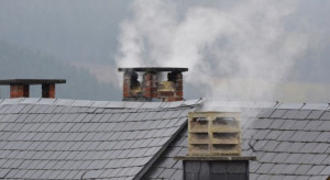 Powietrze na wsi prędko czyste nie będzie. Truje 90 proc. domów