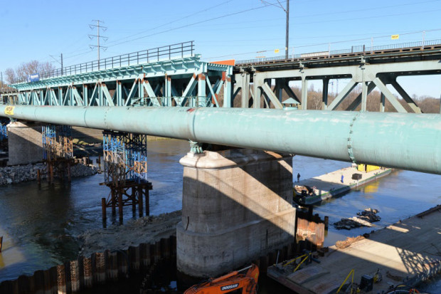 Budowa kolejowego Mostu Gdańskiego w Warszawie idzie zgodnie z planem