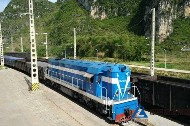 Chiński pociąg wypadł z torów i uderzył w dom - zginęło sześć osób