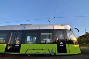 Nowy tramwaj Pesy trafił na testy do polskiego miasta