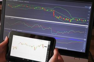 Dane makro nie pomogły. Wall Street kończy sesję spadkami