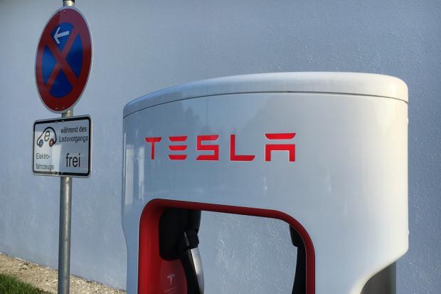 Tesla notuje duże straty. Lepiej nie będzie