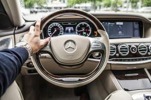 Daimler inwestuje w firmę produkującą materiały do produkcji akumulatorów