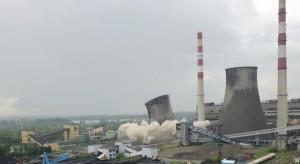 Chłodnia kominowa w będzińskiej elektrowni już wyburzona
