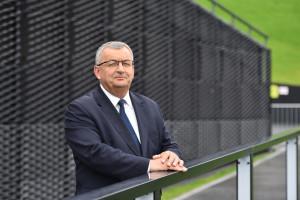 """Andrzej Adamczyk uspokaja budowlańców. """"Kryzys nam nie grozi"""""""