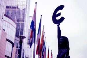 Czarne chmury nad Europą przed wyborami do europarlamentu