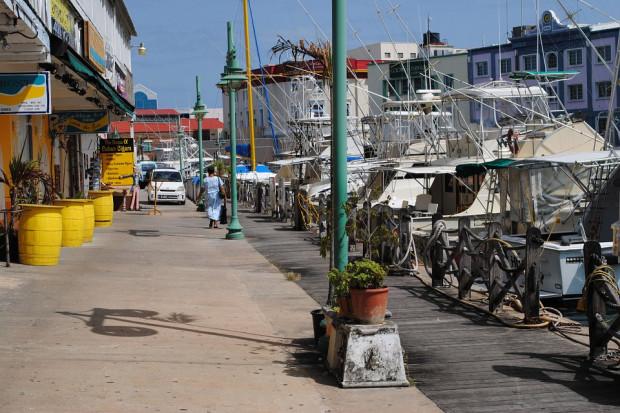 UE wykreśla Barbados, Bermudy i holenderską Arubę z czarnej listy podatkowej