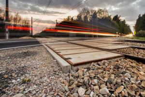 Bezpieczniejsze przejazdy kolejowe na Mazowszu