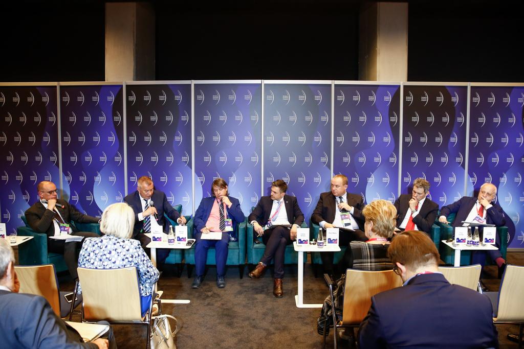 """Uczestnicy debaty """"System podatkowy w Polsce"""". (fot. PTWP)"""
