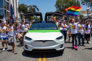 Tesla nowy samochód chce produkować w Kalifornii