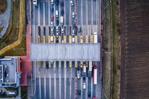 Mogliśmy mieć autostrady bez ręcznego poboru opłat i kolejek. Projekt leży i pokrywa się kurzem